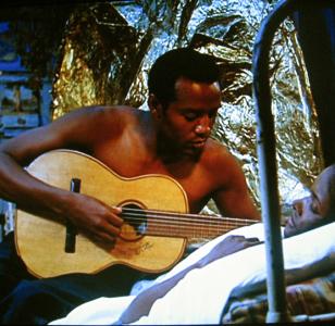 Breno Mello (Orfeu) serenading Marpessa Dawn (Euridice)