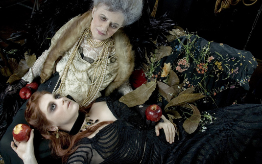 Alessandra Maestrini (Amelia) & Ida Gomes (Senhora A.)