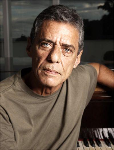Chico Buarque (conexaovivo.com.br)