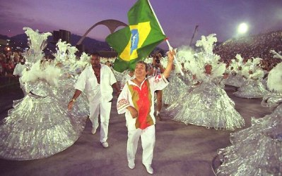 Joaozinho Trinta with the Brazilian flag