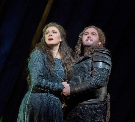 Martina Serafin (Sieglinde) & Simon O'Neill (Siegmund)