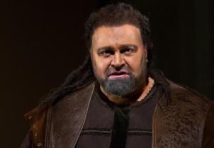 Hans-Peter Konig as Hagen