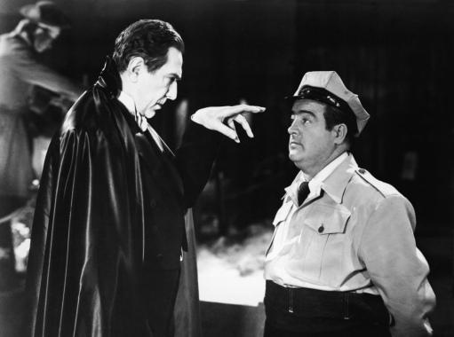 Dracula (Bela Lugosi) hypnotizes Wilbur (Lou Costello) (rue-morgue.com)