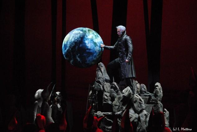 """Ecco il mondo!"" Erwin Schrott as Mefistofele (royalmonaco.net)"