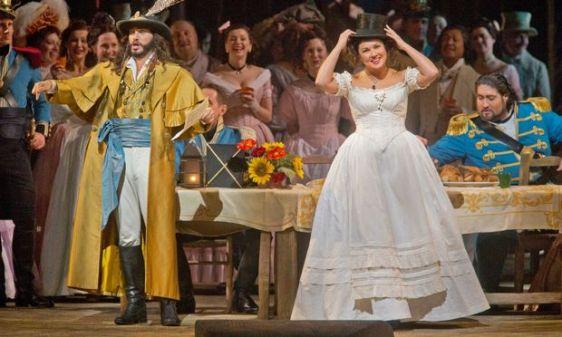 Erwin Schrott & Anna Netrebko in L'Elisir d'Amore (Ken Howard/Met Opera)