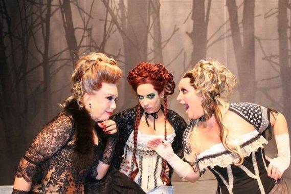 Rogeria (Odette), Marya Bravo (Madeleine) & Gottscha (Elvira)