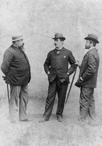 Giacomo Puccini (center), flanked by Giuseppe Giacosa (left) and Luigi Illica (right) (librari.beniculturali.it)