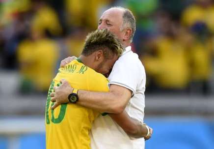 Felipao comforting a weeping Neymar (www.goal.com)