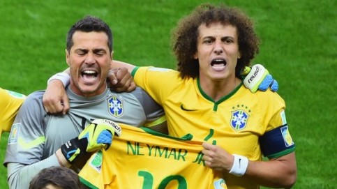 Julio Cesar & David Luiz hold up Neymar's jersey