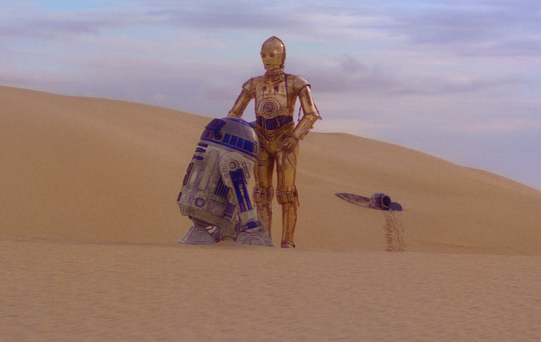 Artoo and Threepio in Tatooine (starwars.wikia.com)