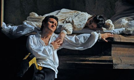 Piotr Beczala as Romeo, and Nino Machaidze as Juliette (Photo: Robbie Jack)
