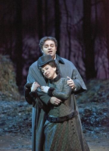 Joseph Calleja as Edgardo, and Natalie Dessay as Lucia, in Act I