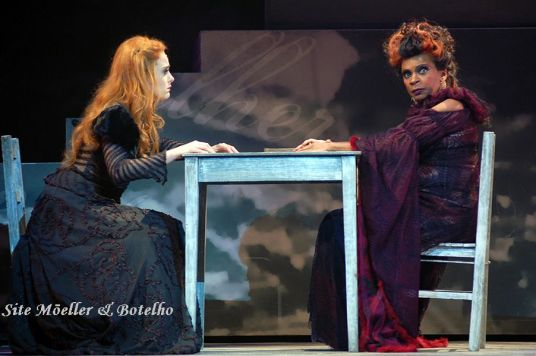 Amela (Alessandra Maestrini) & Carmen (Zeze Motta)