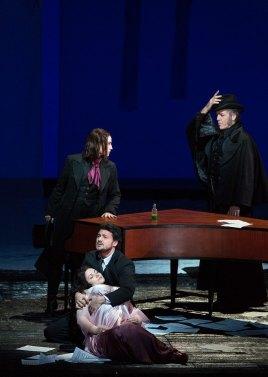 Les Contes d'Hoffmann in Met Opera revival (Marty Sohl / Met Opera)