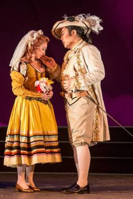 Zerlina (Jennifer Cherest) is wooed by Don Giovanni (Jeongcheol Cha)