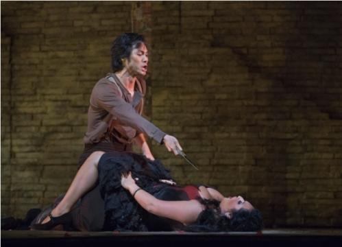 Yonghoon Lee as Don Jose, with Garanca as Carmen (Howard/Met Opera)
