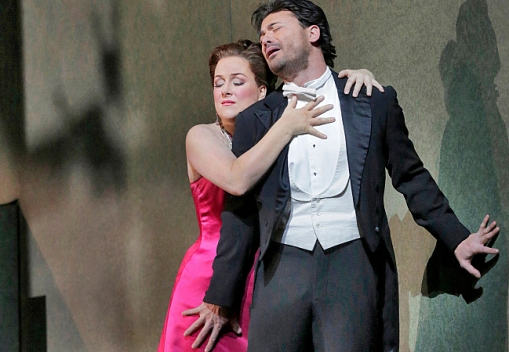 Diana Damrau as Manon & Vittorio Grigolo as Des Grieux (Ken Howard/Met Opera)