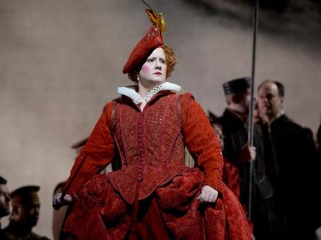 Elza van den Heever as Elizabeth I in Maria Stuarda (Met Opera)