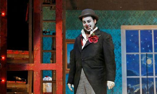 Marcelo Alvarez as Pagliaccio (Met Opera)