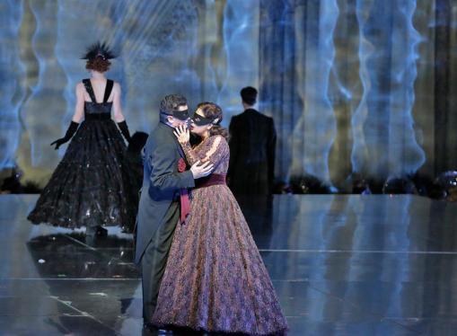 Gustavo (Piotr Beczala) & Amelia (Sondra Radvanovsky) in Un Ballo in Maschera (Ken Howard/Met Opera)