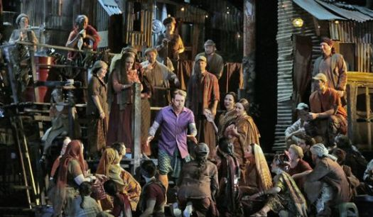 Matthew Polenzani as Nadir, with the Met Opera Chorus in Les Pecheurs de Perles
