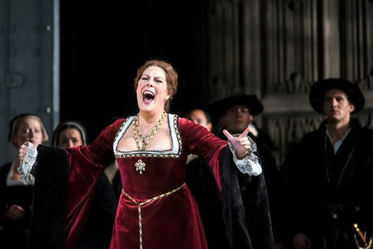 Sondra Radvanovsky as Anna Bolena (Photo: Ken Howard)