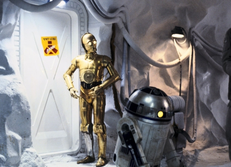 C-3PO & R2-D2 in the underground rebel base
