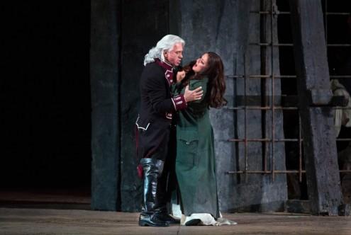 Count di Luna (Dmitri Hvorostovsky) & Leonora (Anna Netrebko) in Verdi's Il Trovatore (Met Opera)