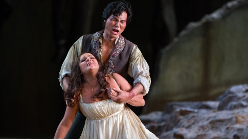 Yonghoon Lee (Manrico) & Anna Netrebko Leonora) struggle in Act IV (Photo: Marty Sohl/Met Opera)