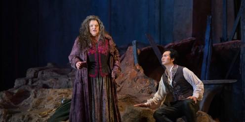 Azucena (Dolora Zajick) tells Manrico (Yoon) her sad tale of woe (Met Opera)