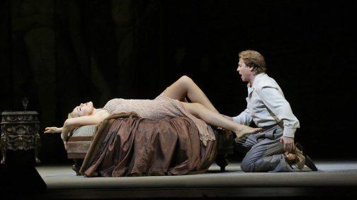 Lounge act: Opolais & Alagna in Act II of Manon Lescaut (Photo: Ken Howard)