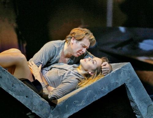 Des Grieux (Roberto Alagna) & Manon (Kristine Opolais) in Act IV of Puccini's Manon Lescaut (Photo: Ken Howard)