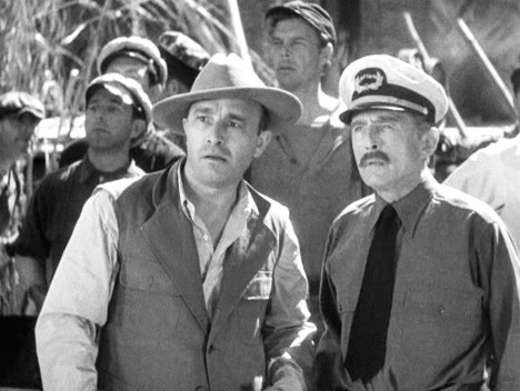 Carl Denham (Robert Armstrong) conferring with Captain Engelhorn (Frank Reicher) in King Kong