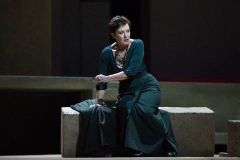 Waltraud Meier as Klytämnestra in Richard Strauss's Elektra. Photo by Marty Sohl/Metropolitan Opera.